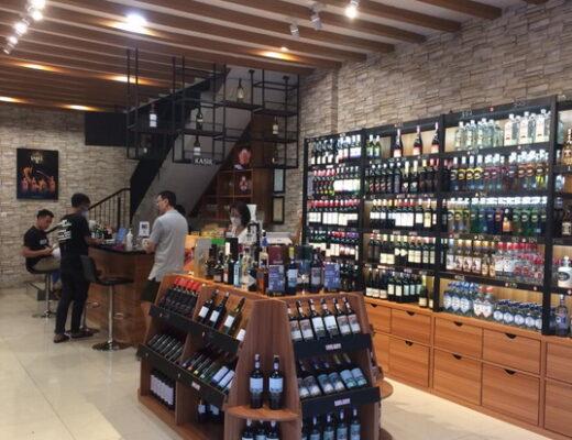 St. Vincent Wine Bar Menciptakan Suasana New Orleans Dengan Anggur dan Keju Swalayan Di Teras